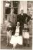 Jacques Berthier, son beau-père Guy de Lioncourt, sa femme et ses deux premiers enfants, Vincent et Claire, à Duzon, Ardèche, 1953