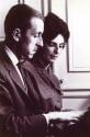 Au piano avec sa femme, Germaine de Lioncourt, rue de Tournon, Paris, 1965. Photo prise par Pierre Brochet.