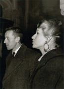 Jacques Berthier avec sa soeur, Jeanne-Marie Lable, à la cathédrale d'Auxerre en juillet 1960